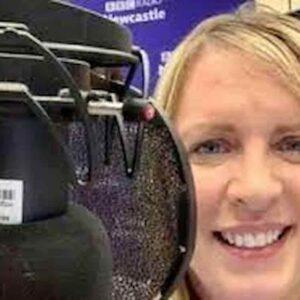 Vaccino Covid, Lisa Shaw, presentatrice britannica, muore di trombosi cerebrale dopo AstraZeneca