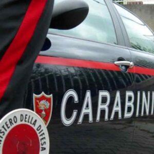 Martano (Lecce), partorisce in casa e tenta di uccidere la neonata: arrestata donna di 34 anni