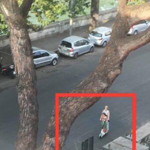 Monopattini, ecco la prova del pericolo: madre con bambina contromano a Roma, senza legge marciapiedi come piste