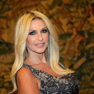 """Paola Ferrari, le accuse dopo l'addio alla Rai: """"Dicono che sono vecchia. Ma Berlinguer, Gabanelli, Gruber e Sciarelli sono coetanee"""""""