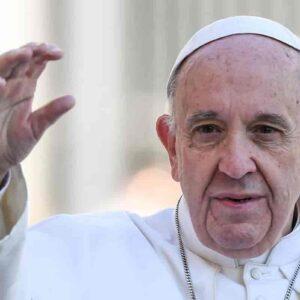 """Papa Francesco: """"Un infermiere mi ha salvato la vita. Ed è già la seconda volta"""""""