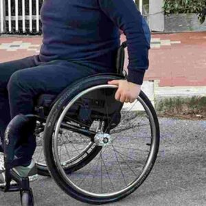 Svizzera, 9 persone paralizzate dopo il Covid: alcuni resteranno sulla sedia a rotelle a vita