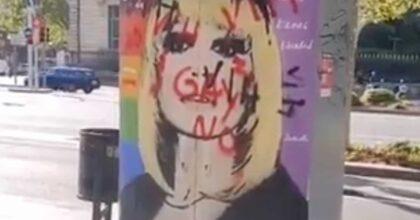 Raffaella Carrà, scritte omofobe sul murale a lei dedicato a Barcellona, opera di Tvboy