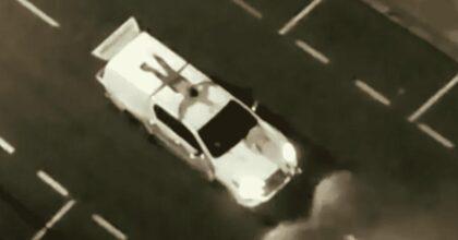 Brasile, maxi rapina con mitra bombe e droni: ostaggi legati ai cofani e i tetti delle auto VIDEO