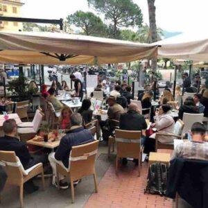Turismo insostenibile anno 2021, era del covid, Liguria invasa, emergenza continua: folla per l'aperitivo a Santa Margherita Ligure