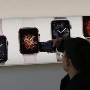 Smartphone e smartwatch, attenzione se avete defibrillatore impiantabile o pacemaker: l'allerta dell'Fda