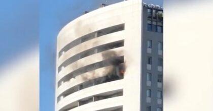 Incendio in via Antonini a Milano, il video che mostra dove sono partite le fiamme, al 15° piano