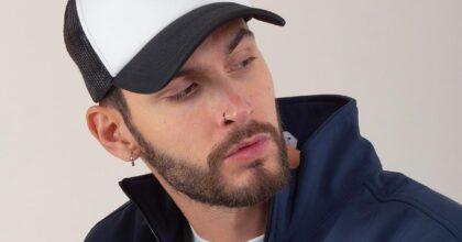 Gli snapback personalizzati, da cappellini da baseball a simboli generazionali