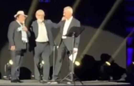 Al Bano e Sgarbi fischiati durante il concerto tributo per Franco Battiato VIDEO