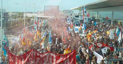 Alitalia, manifestanti bloccano la Roma-Fiumicino: proprio nel giorno dello sciopero...