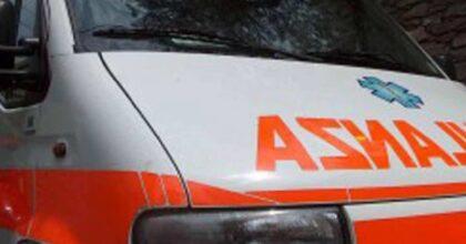 Carignano (Torino), auto si ribalta e prende fuoco: 21enne in gravi condizioni