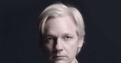 Julian Assange deve morire? Un libro di Stefania Maurizi sulla vicenda del fondatore di WikiLeaks