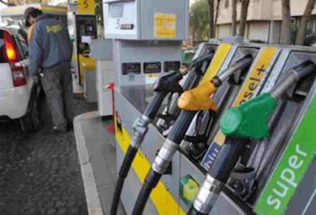 Benzina, il prezzo sale a 1,670 euro al litro: è il livello più alto dalla fine del 2014