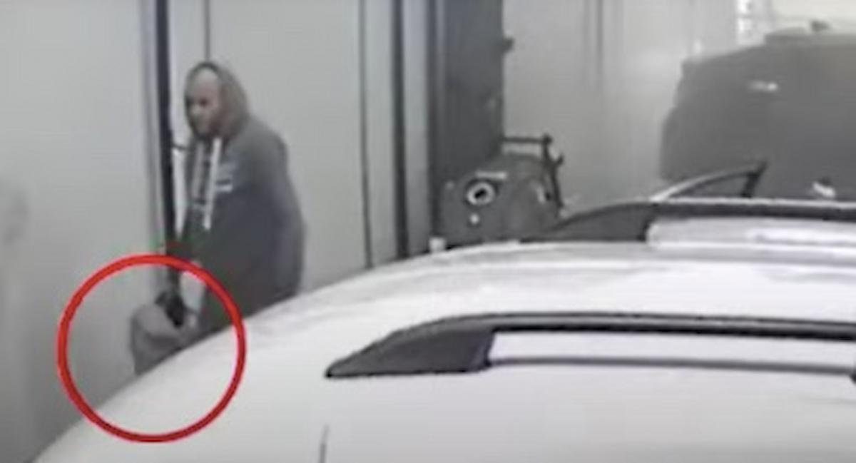 Omicidio Brian McIntosh e Will Henry, spunta VIDEO: il killer cerca di cancellare le sue tracce dopo l'esecuzione