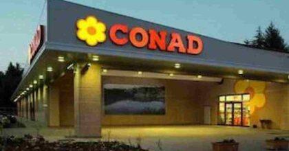 """Conad vuole mandare in aspettativa non retribuita i dipendenti non vaccinati, no vax: """"Boicottiamoli"""""""