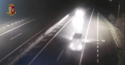 Contromano in autostrada per 10 km sull'A21, ubriaco poi si ferma e scappa a piedi VIDEO