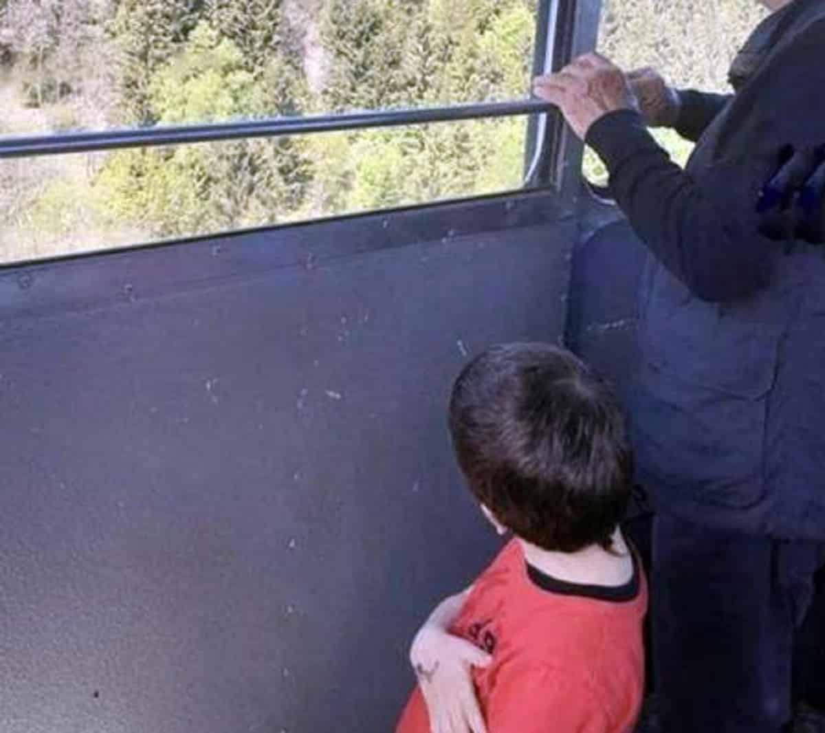 Eitan, il nonno agli arresti domiciliari in Israele. Media: il bambino è nella casa dei nonni vicino Tel Aviv