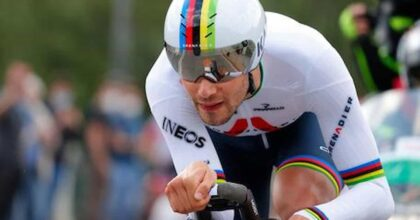 Ciclismo Mondiali, trionfa Ganna nelle Fiandre con una cronometro perfetta ad oltre 54 km/h. Battuti gli altri big