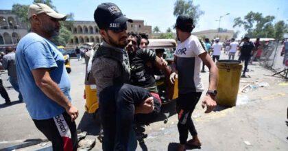 Iraq, 13 poliziotti uccisi in un attacco dell'Isis: bloccati con le auto e colpiti con i mitra