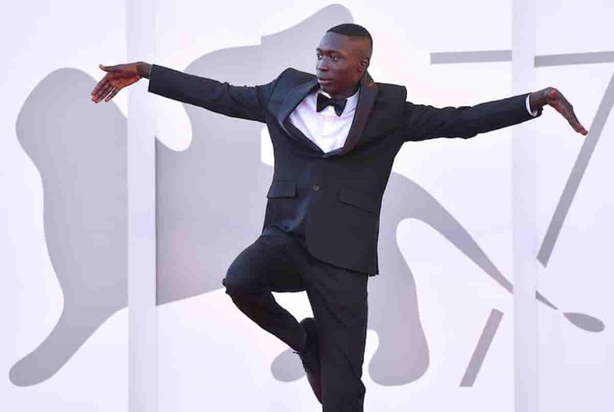 Khaby Lame sul red carpet del Festival di Venezia VIDEO E' il tiktoker più seguito d'Europa
