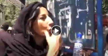 """Lucia Goracci (Tg3) intervista un talebano armato in Afghanistan: """"Perché non mi guardi in faccia?"""" VIDEO"""