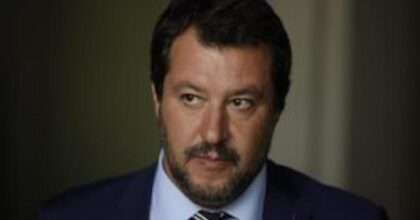 Giorgia Meloni in ritardo, Matteo Salvini abbandona la conferenza stampa VIDEO
