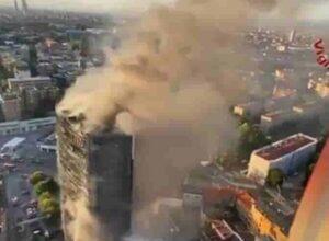 Milano incendio al grattacielo: fu una cicca dagli ultimi piani? Scoperta: pochi idranti per l'acqua oltre 8 piano