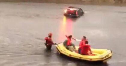 Nubifragio Milano Malpensa, auto sott'acqua: vigili salvano le persone con i gommoni