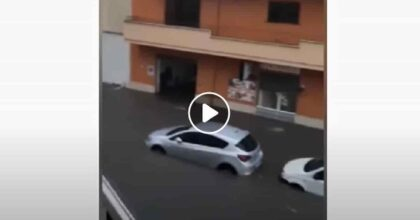 Nubifragio Nardò: strade come fiumi, auto bloccate, guidatori intrappolati VIDEO