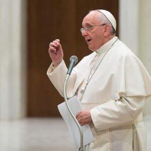 Papa Francesco consola al telefono, a casa Ferri 78 chiamate in otto anni: carità e passione per il cellulare