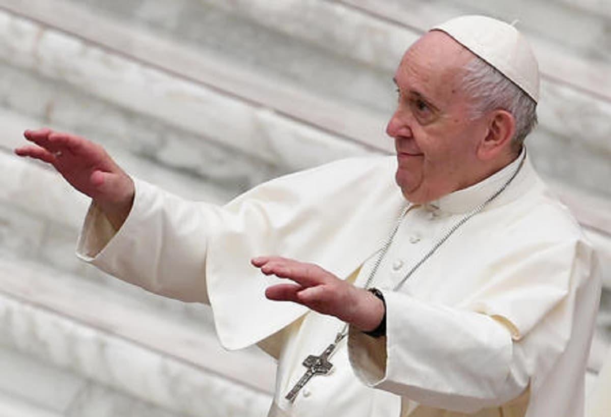 """Papa Francesco: """"Sono ancora vivo. Nonostante alcuni mi volessero morto. Qualcuno preparava già il conclave"""""""
