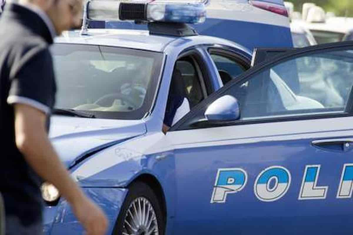 Napoli minaccia poliziotto con pistola