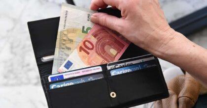 San Giuliano Terme (Pisa), trova portafoglio con 3500 euro e lo restituisce. Premiato dal sindaco