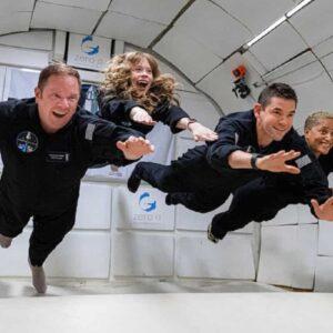 SpaceX Falcon 9, decollato il razzo di Elon Musk con a bordo 4 civili senza astronauti