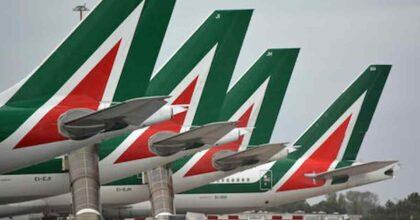 """Alitalia, l'addio del comandante ai passeggeri: """"Sono commosso ma non credete a tutto quello che vi dicono..."""" VIDEO"""