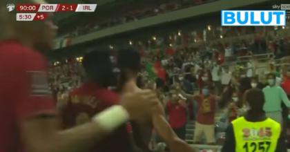Ronaldo fa record di gol in nazionale: rigore sbagliato, manata a O'Shea e poi doppietta VIDEO
