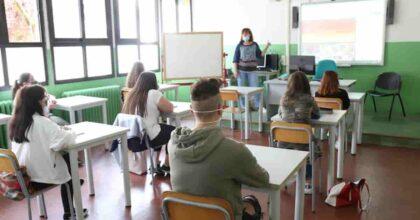 A scuola in sicurezza: Green Pass (anche per i genitori), test salivari, impianti di areazione e mascherine in classe