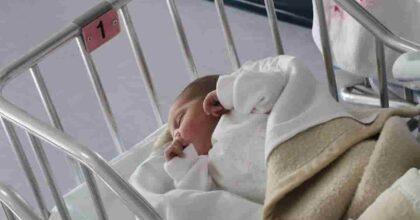 Spagna, scambiata in culla alla nascita: chiede 3 milioni di danni per aver vissuto con genitori non biologici