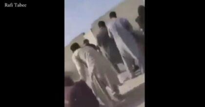 Kabul, i talebani sparano ancora sulla folla che manifesta contro il Pakistan: colpite molte donne