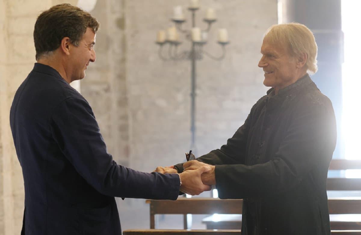 Terence Hill lascia Don Matteo dopo 250 episodi. Ha girato l'ultima scena. Al suo posto arriva Raoul Bova