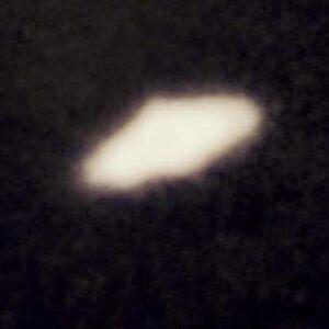 """Inghilterra, 36enne racconta: """"Ho visto e fotografato degli Ufo in formazione triangolare"""""""