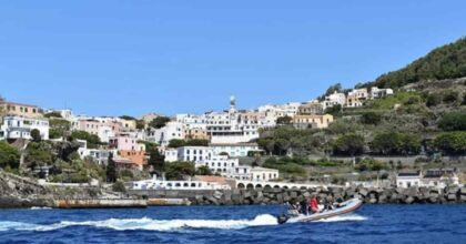 Ustica, a causa del maltempo yacht tedesco affonda nel porticciolo. Nessun ferito