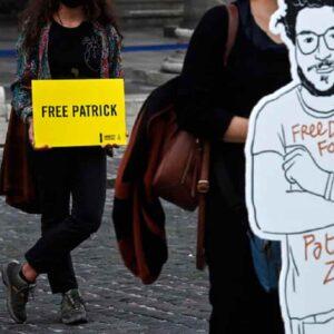 Patrick Zaki, inizia processo: rischia altri 3 anni e mezzo dopo i 19 mesi già passati in carcere