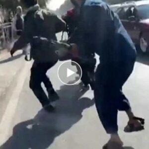 Afghanistan, talebani aggrediscono giornalisti durante una protesta per i diritti delle donne a Kabul