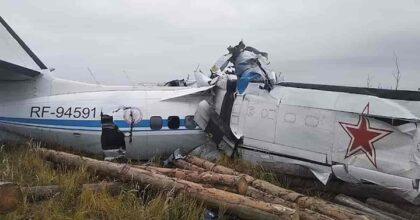 Disastro aereo in Russia: fra 16 e 19 militari morti e fra 7 e 4 feriti nel L-410 precipitato in Tatarstan