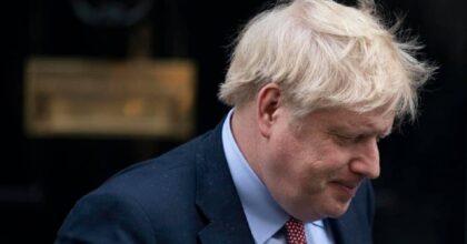 """Boris Johnson accusato di """"analfabetismo economico"""": il rischio dell'aumento bollette"""