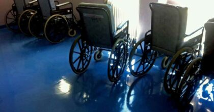 Poliziotto Omar Turani dona una carrozzina hi-tech all'ospedale di Bergamo che lo ha curato