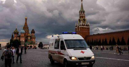 Covid in Russia, mai così tanti morti in un giorno: 1.015 decessi. Colpa di poche misure restrittive e pochi vaccini