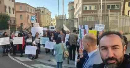 Davide Barillari: il consigliere Lazio no vax chiede asilo politico alla Svezia. Ieri si era barricato in Regione
