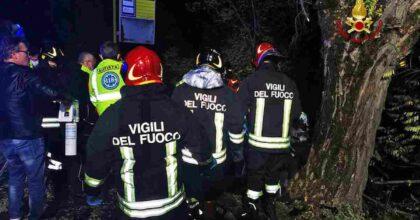 Incidente a Grignano Polesine (Rovigo): auto contro platano, 3 ragazzi morti, uno in fin di vita